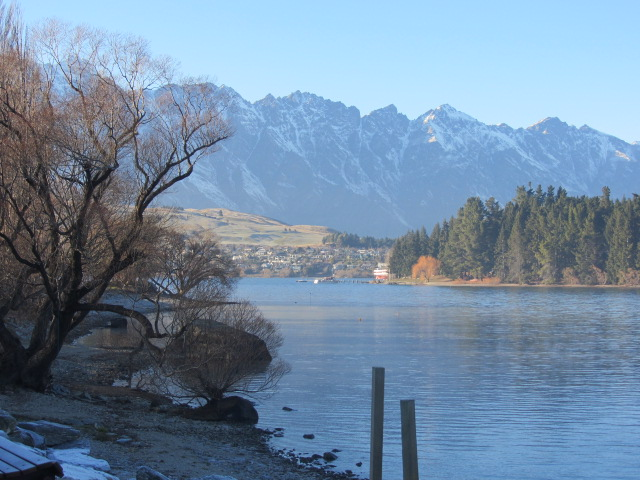 A picture of beautiful Lake Wakatipu in Queenstown, New Zealand.