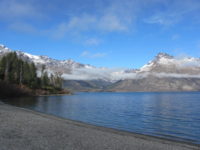 A picture of Lake Wakatipu in Queenstown, New Zealand, from around the bay.
