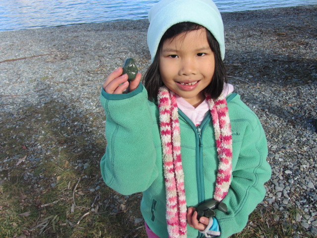 A picture of Amanda showing off river stones from Lake Wakatipu in Queenstown, New Zealand.
