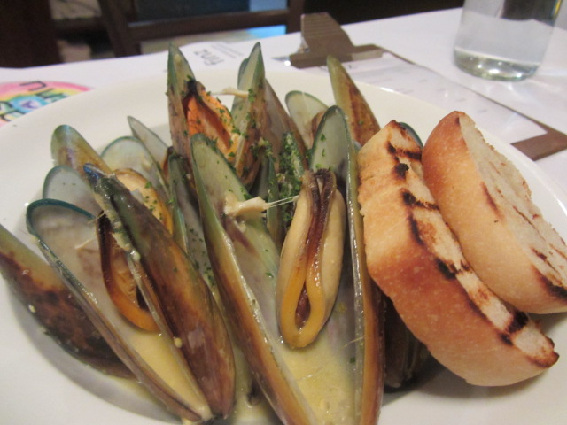 A picture of New Zealand mussels cooked in wine and cream at FINZ Restaurant in Queenstown, New Zealand
