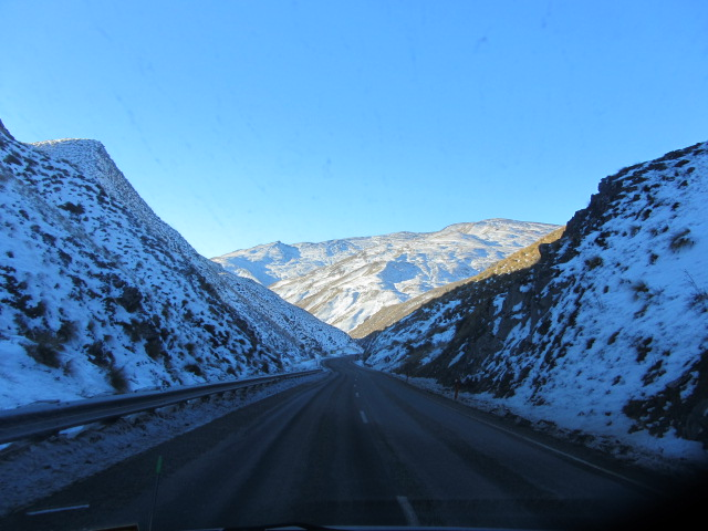 A picture of the road from Queenstown to Cardrona.