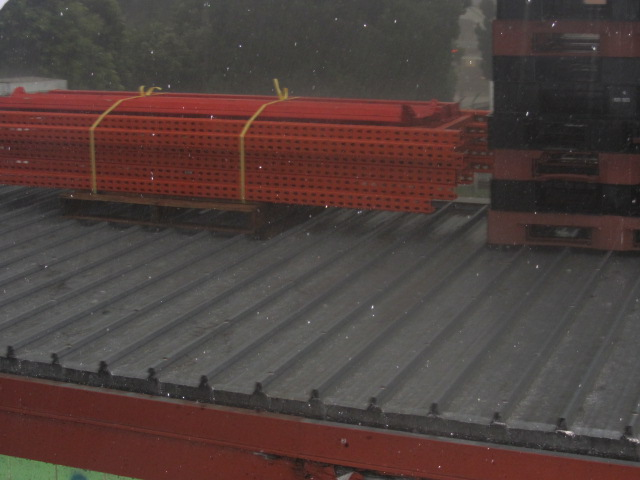 A picture of the hail coming down in Brisbane on Sunday (18/11/12).