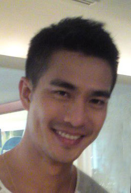 A picture of Pierre Png taken by a fan.